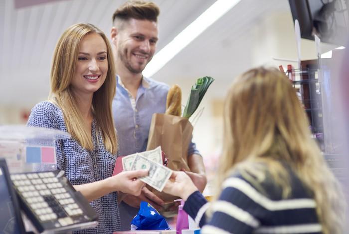 unbanked paying cash shopping
